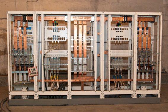 На базе Prisma Plus P, MasterpactNW, Acti9, сборка АВР выполнена сприменением Zelio Logic. Schneider Electric/